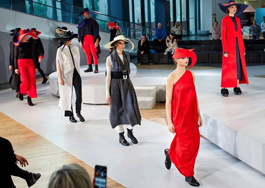 Urban nomad collection - świeże spojrzenie na miejski styl. Pokaz mody APIA & PUDU Joanna Weyna & Beata Miłogrodzka.
